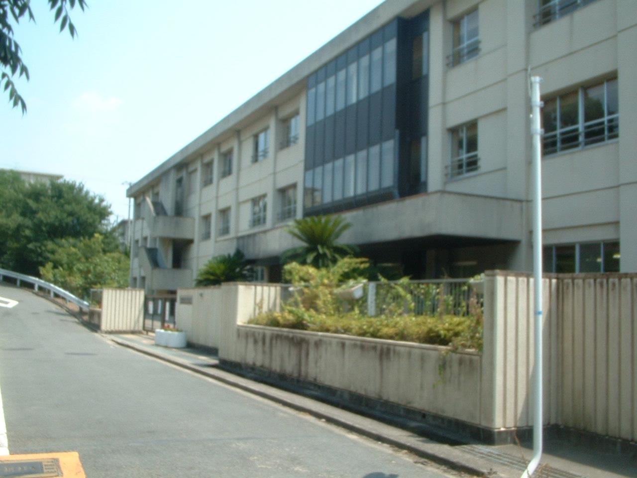 岸和田市立天神山小学校